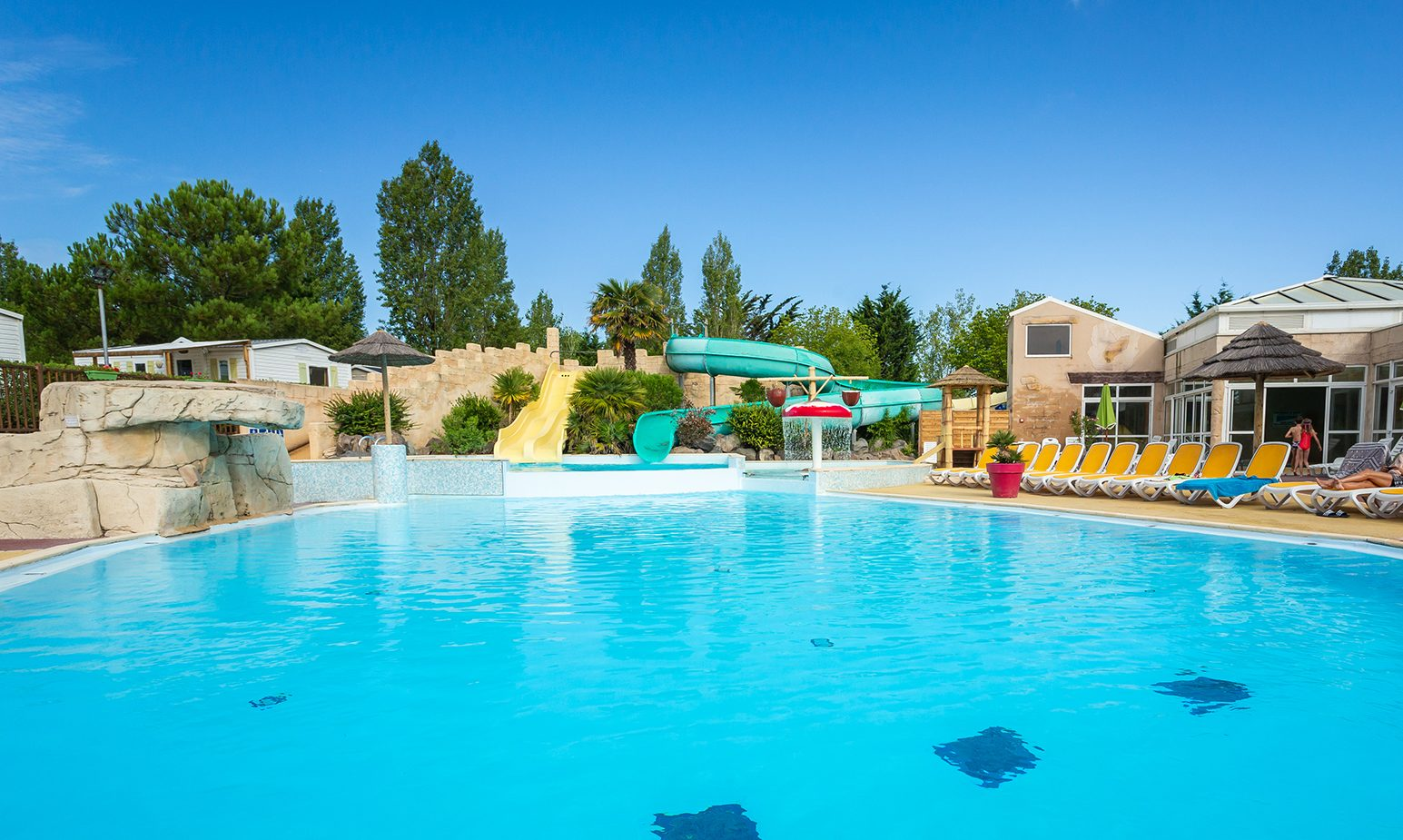 camping vendée avec piscine et toboggan