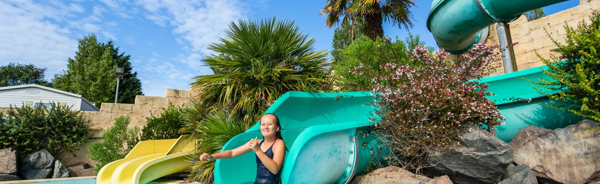 camping vendée avec piscine et toboggans